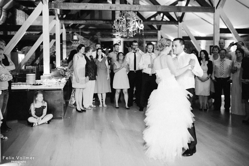 0202_Nina_und_Philip_Hochzeit_2015-09-06_4220_820px_sw